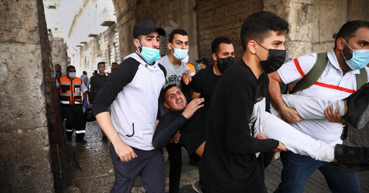 80 warga Palestina dirawat di rumah sakit setelah bentrokan dengan polisi Israel di Yerusalem, kata petugas medis - Majalah Time.com