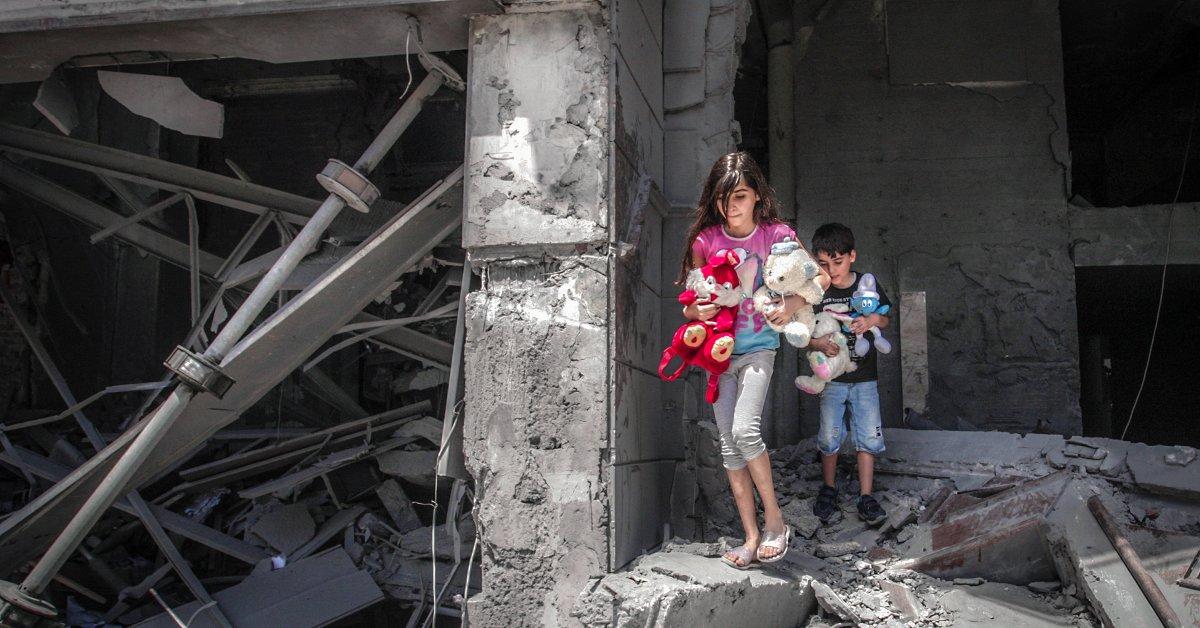 Saya Telah Mencoba Menjaga Anak-Anak Saya Aman Melalui 3 Pemboman Gaza. Tidak Pernah Seperti Ini Sebelumnya - Majalah Time.com